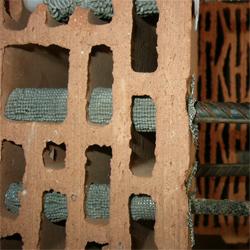 Использование химических анкеров для крепления в стену из многопустотных блоков.