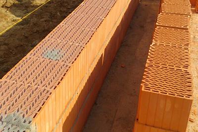 Керамические блоки СуперТермо30 - для кладки нужны обычные инструменты каменщика