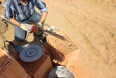 Керамические блоки СуперТермо30 - для пиления блоков используется сабельная пила