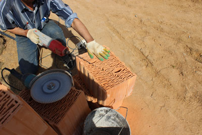 Керамические блоки СуперТермо30 - пилить блоки легко
